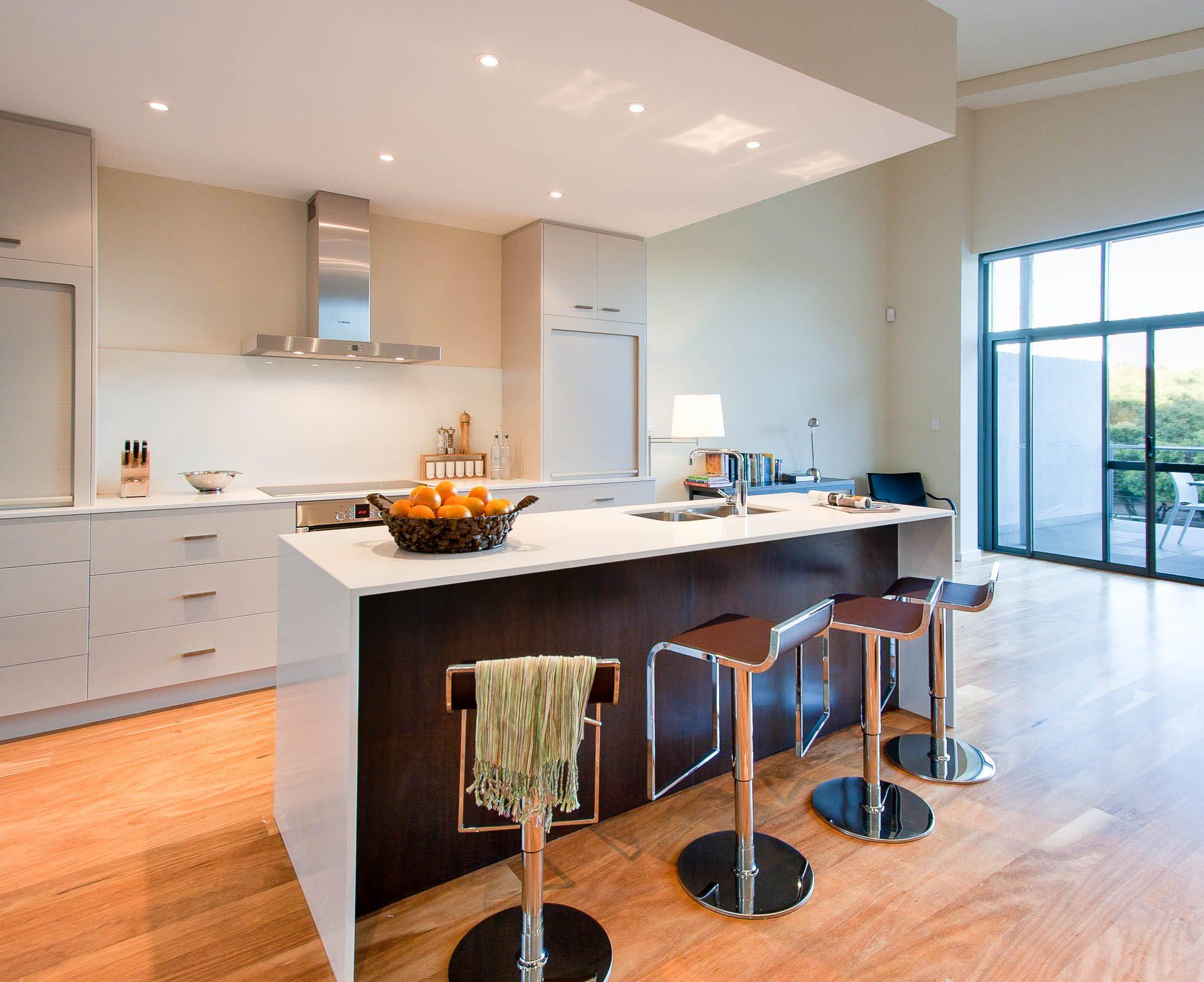 12-100159-EAGLE ESCAPE-kitchen 2