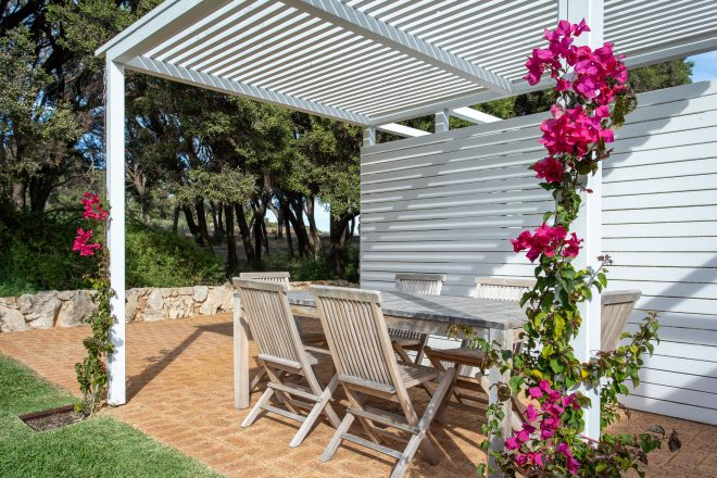 Back garden, outdoor dining patio area at Surf's Up, Yallingup