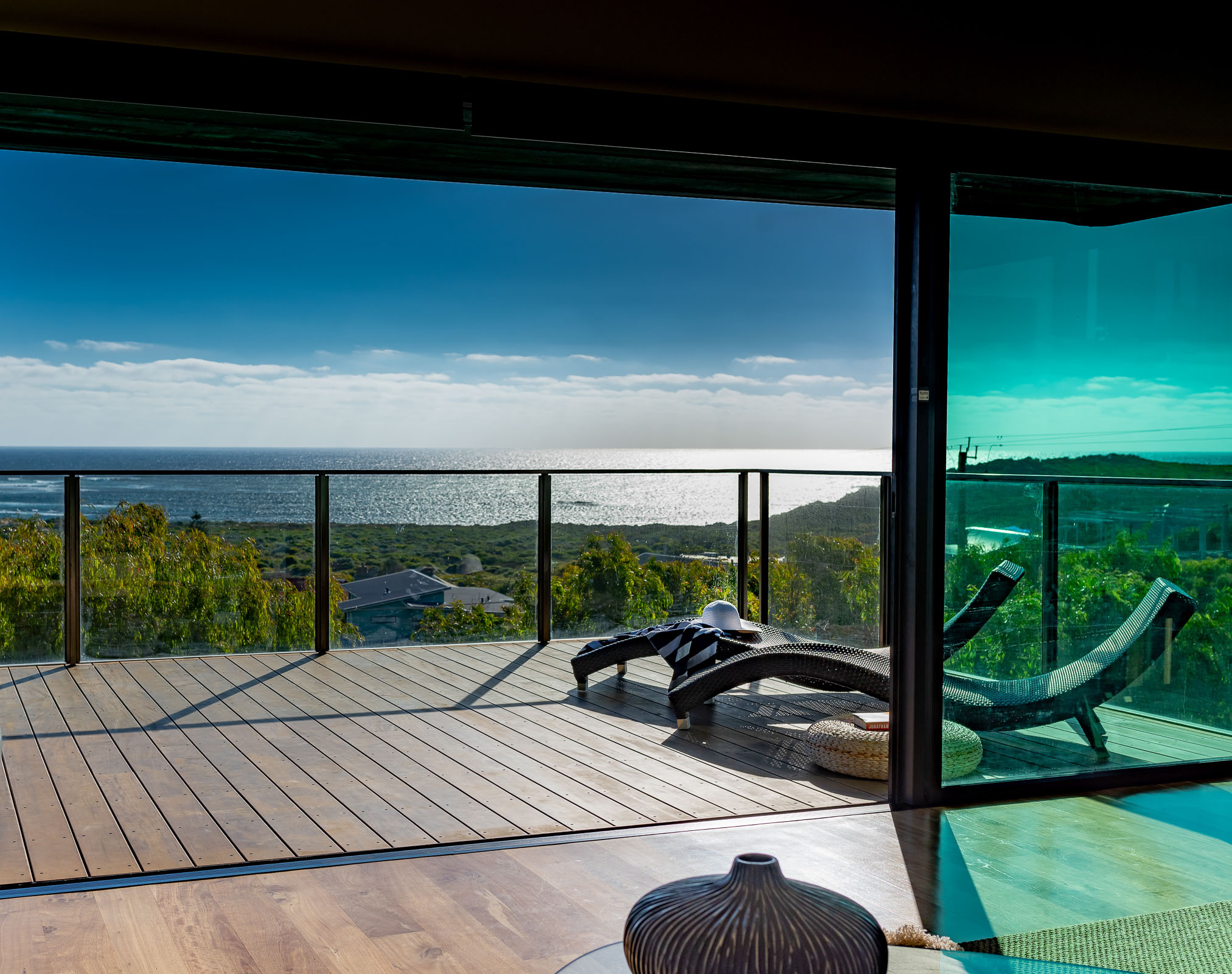 Main canterlever deck, The Roozen Residence, Margaret River